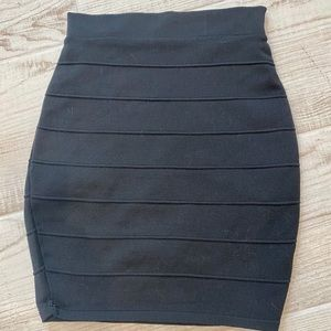 Dresses & Skirts - Black Knit Form Fitting Skirt. Size Small